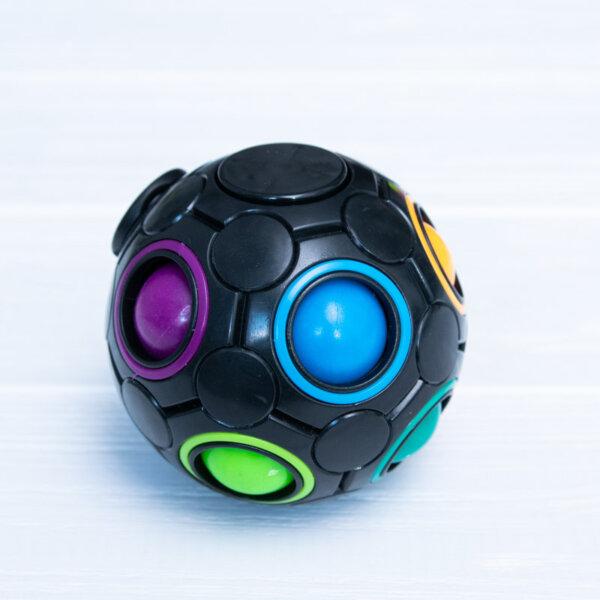 Головоломка спінер Rainbow Ball spinner чорного кольору